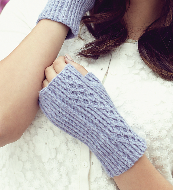 Ravelry: Compton Bay Mitts pattern by Jane Lithgow