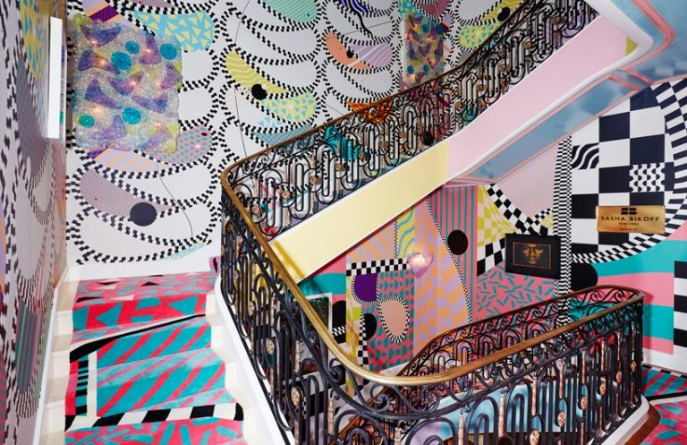 Sasha Bikoff Merges Rococo With Memphis In Her Bold New York Staircase Stair Art Show Home Bold Interior Design