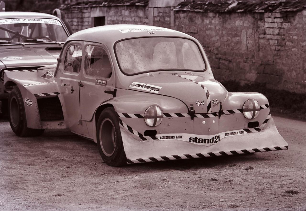 Renault 4 Cv Voitures Anciennes Peinture Auto Voiture Francaise