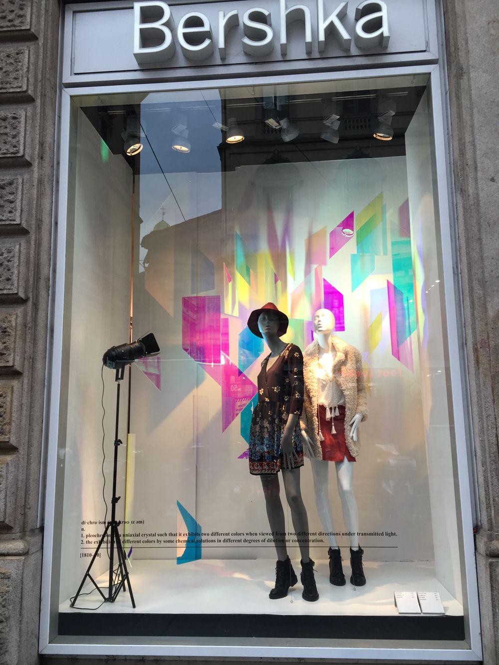 windows display bershka milano via torino escaparates