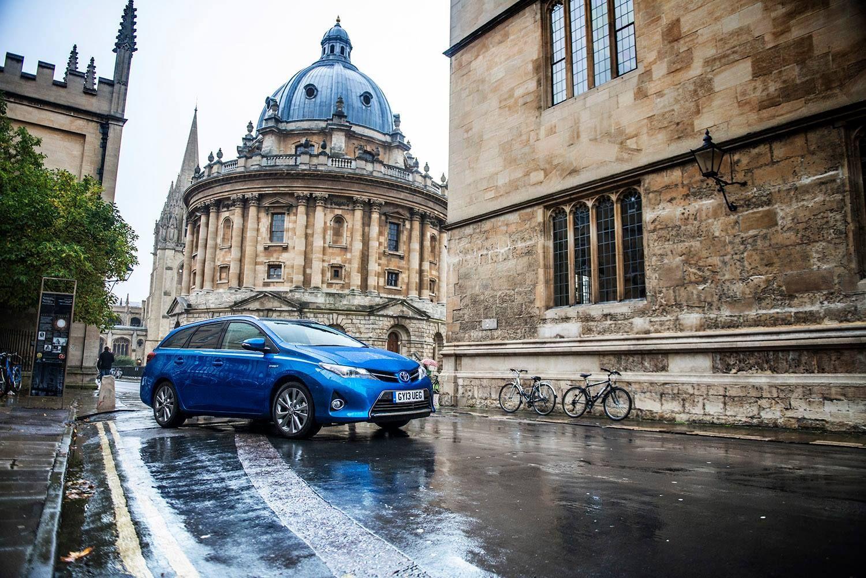 A nova carrinha Toyota Auris Touring Sports andou em passeio pelas estradas do Reino Unido. Se estão curiosos para a conduzir, marquem o vosso Testdrive em www.toyota.pt ou aproveitem a Campanha de Híbridos Toyota em http://bit.ly/HíbridosToyota.