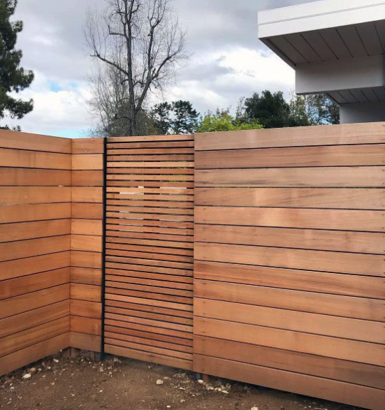 Horizontal Fencing Of Tight Knot Cedar Or Better And Gate With Varied Slat Width Modern Fence Design Modern Fence Wood Fence Design