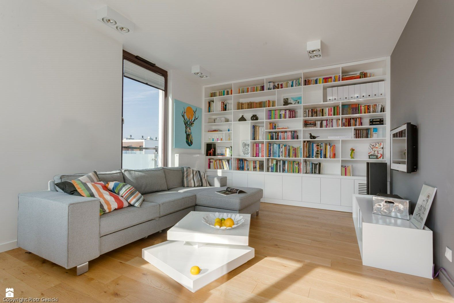 Jasne I Nowoczesne Mieszkanie Zdjecie Od Le Pukka Concept Store Salon Styl Minimalistyczny Le Puk Home Living Room Modern Living Room Living Room Decor