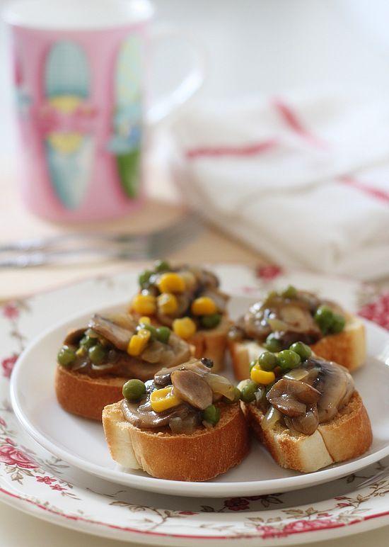 Mushroom Bruschetta {Via The Little Teochew}