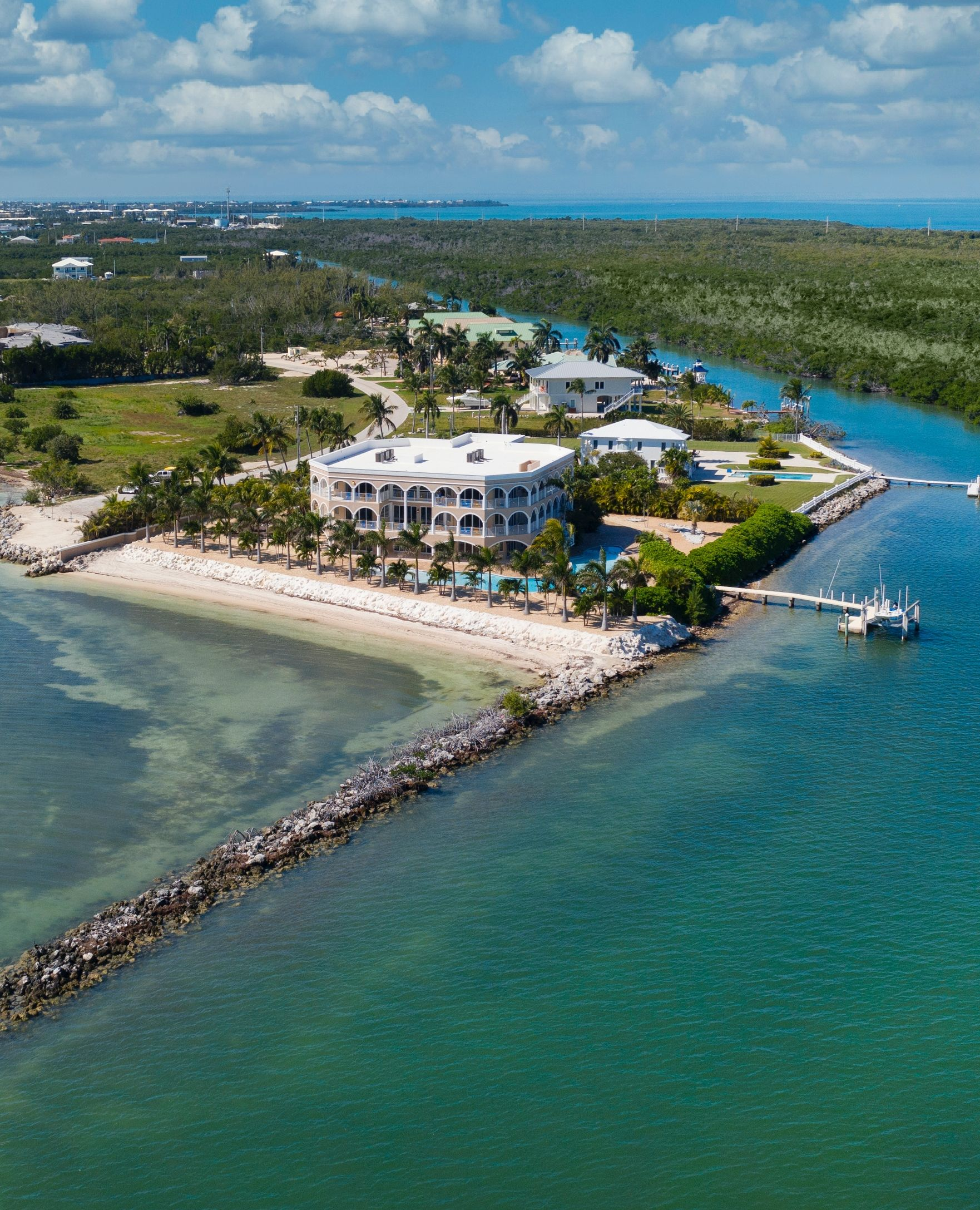 According To The Homeowner Mark Pieloch This Property Offers The Ideal Opportunity To Unwind And Enjoy A Marg Real Estate Site Mansions For Sale Real Estate