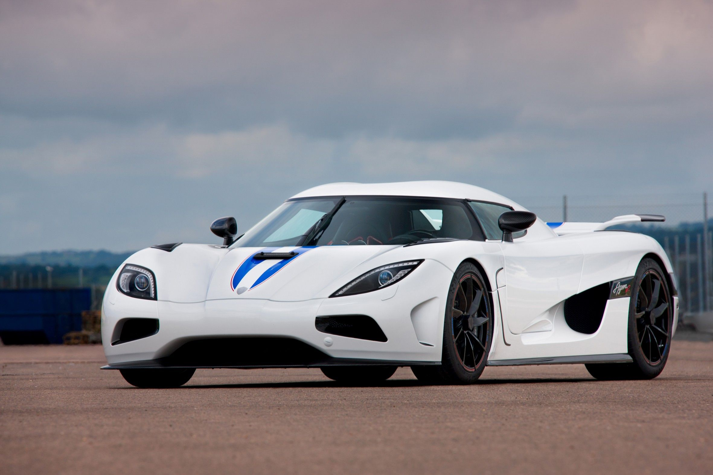 Manhattan Motorcars Signed As Dealer For Koenigsegg Supercars With Images Koenigsegg Super Cars Fast Cars