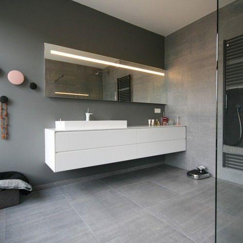 In deze badkamer stemden we de kleuren, materialen en de sfeer ...
