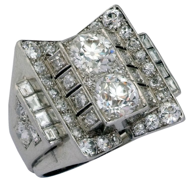 RENE BOIVIN. A Diamond Dress Ring.
