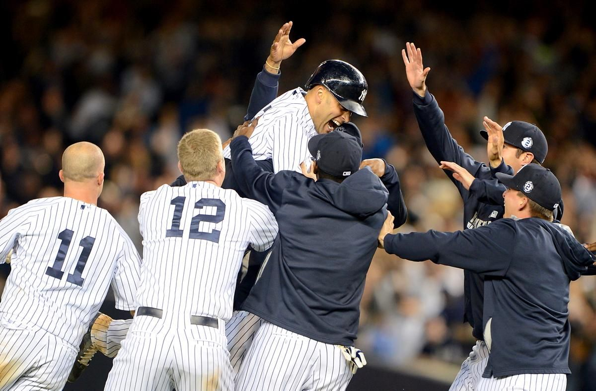 The Entire Team Gets In On The Celebration Derek Jeter Yankees New York Yankees