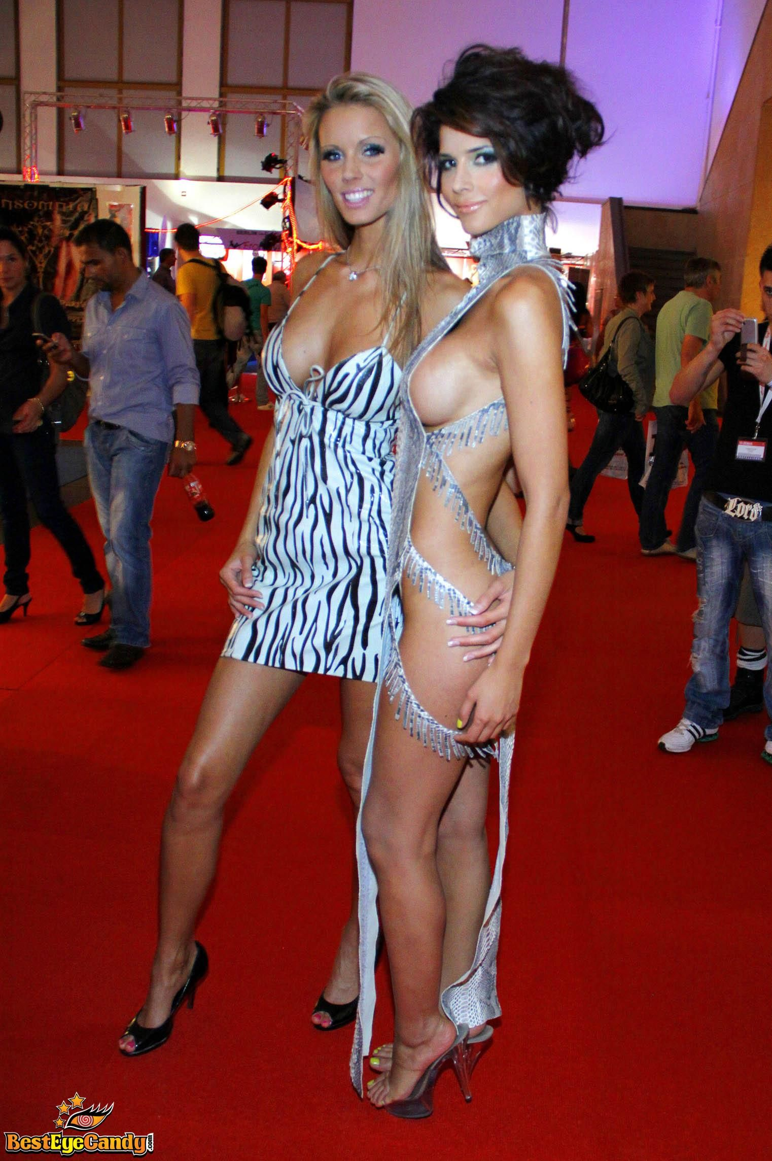 nude (52 photos), Cleavage Celebrites image