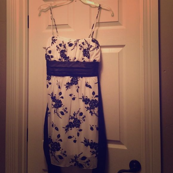 Short formal Never worn. Sparkles and ties in back Dresses Prom