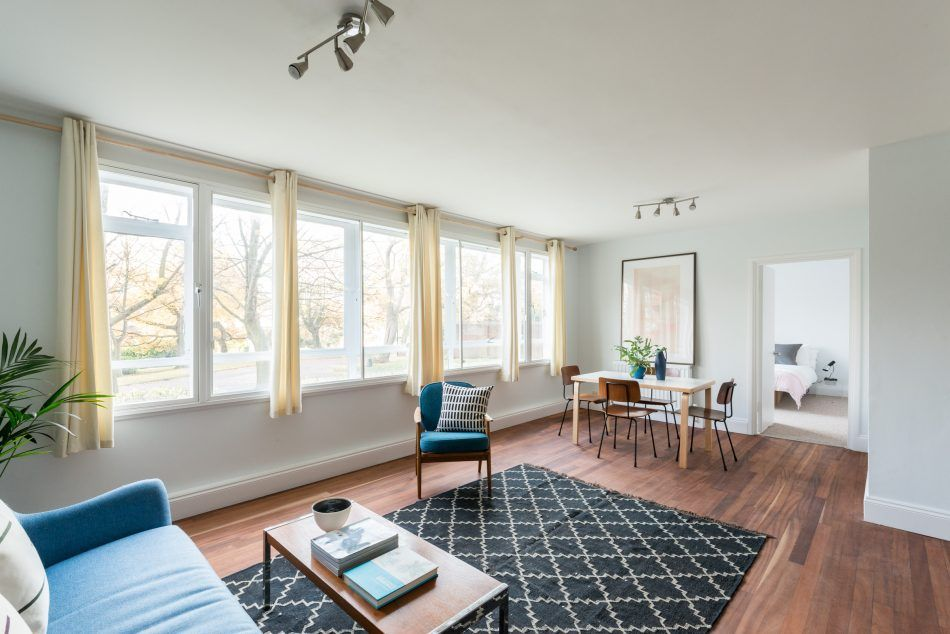 This fantastically bright two bedroom apartment on the ground floor of the iconic raleigh court was designed by austin vernon and partners and built between