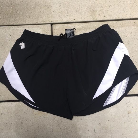 Descente running short - M Feel free to ask any questions and Make an OFFER through the offer button   No Trade  Please no negative comments  I'll ship the same day if buy before 3pm otherwise the next business day    15% off for 2 or more   Make me an OFERS that I WON'T resist  Descente Shorts