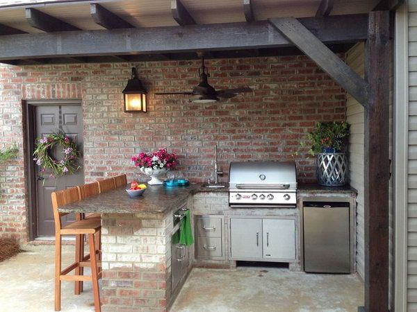 An outdoor kitchen doesn't need to be fully exposed. Here, designing a practical outdoor kitchen by making use of the corner can keep your furniture in good maintain.