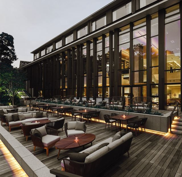 Brasserie restaurant at the four seasons hotel kyoto for Innendekoration restaurant