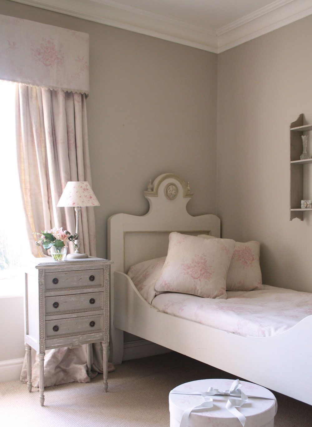 Pink Sophia Is A Bedroom Favourite Of Ours The Pretty Floral Pink  # Timothy Hutton Muebles