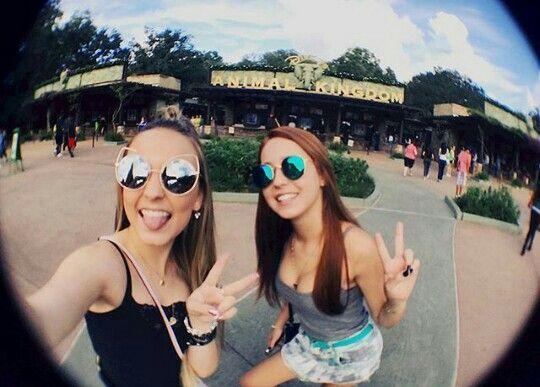 Mharessa Fernandes e Larissa Manoela nos EUA   ❤Mharessa Fernanda ... b8b6ae2f1a