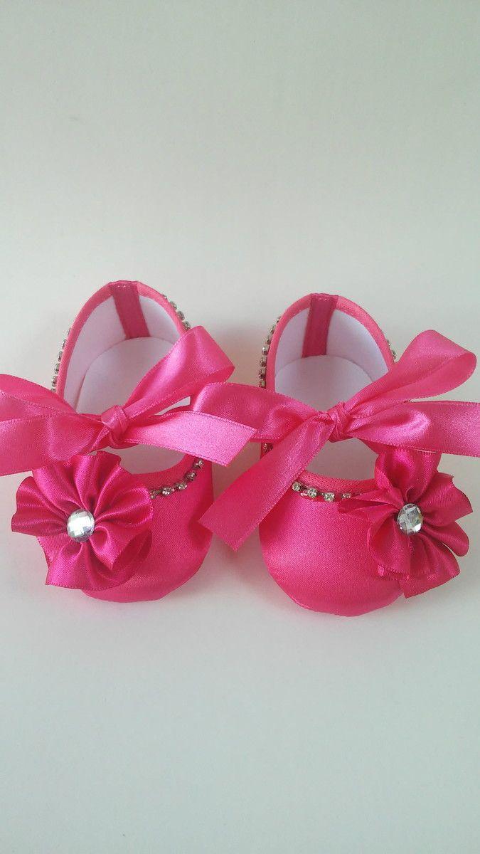 571ed99ef95 Sapatinho pink com flor e strass