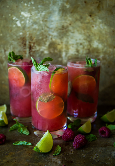 fruit drink raspberry mojitos 4 beverages and drink