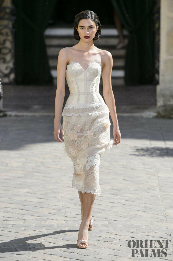 Weißes Cockteilkleid mit Spitzenelementen, trägerloses Kleid, weiße ...