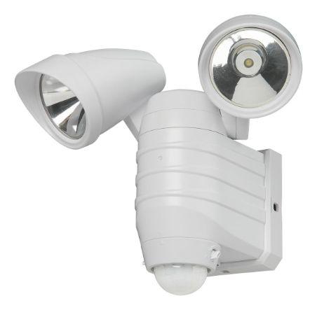 Paristokäyttöinen Energy+ LED-valaisin liiketunnistimella. Sopii sekä sisä- että ulkokäyttöön. Valoteho 300 lm. Valaisimessa on kaksi valkoista LED-valoa (a?2W). Tunnistusalue 120 astetta max 8 m.Säädettävä valaisuaika 5s - 7 min. Säädettävä hämärätunnistin. Toimii 4 x C-paristoilla (ei sisälly pakkaukseen). yksillä paristoilla 600 syttymiskertaa 30 sekunnin valaisuajalla. Nopea ja helppo asentaa. Sadevesisuojaus. Väri valkoinen tai musta.Huom!Tuote on lajitelmatuote, mikä tarkoittaa, että…