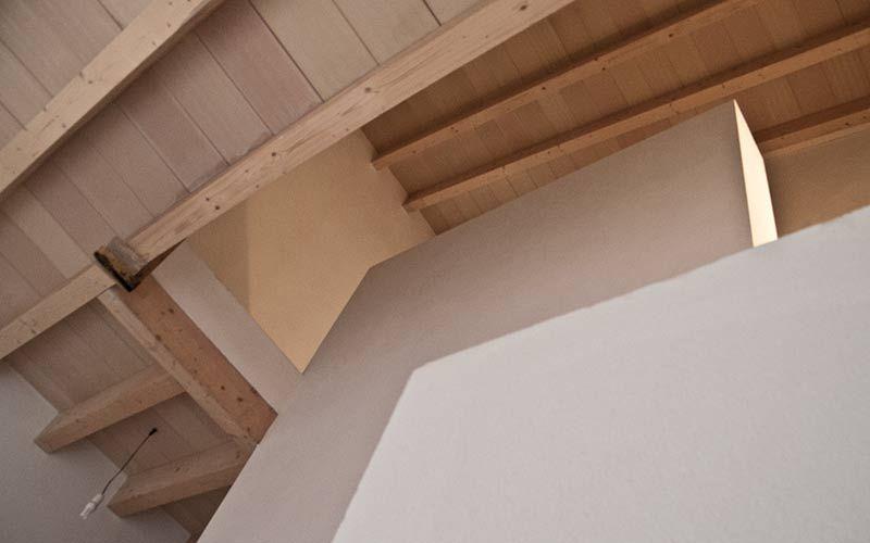 detalle techo interior de bigas de madera con bovedilla plana cermica - Bigas De Madera