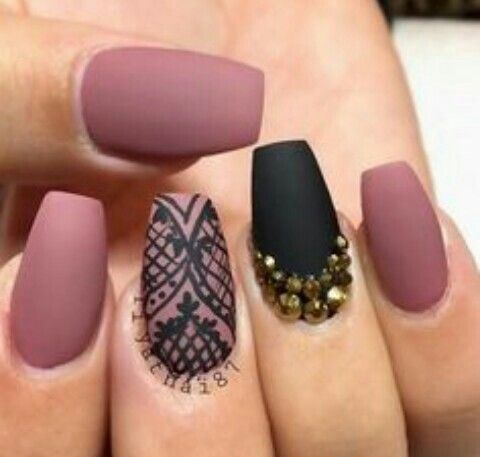 I Love These Nails Because They Got A Dark Pink And Black And Just A Dazzle Of Gold Lace Nails Rose Pink Nails Pink Nails