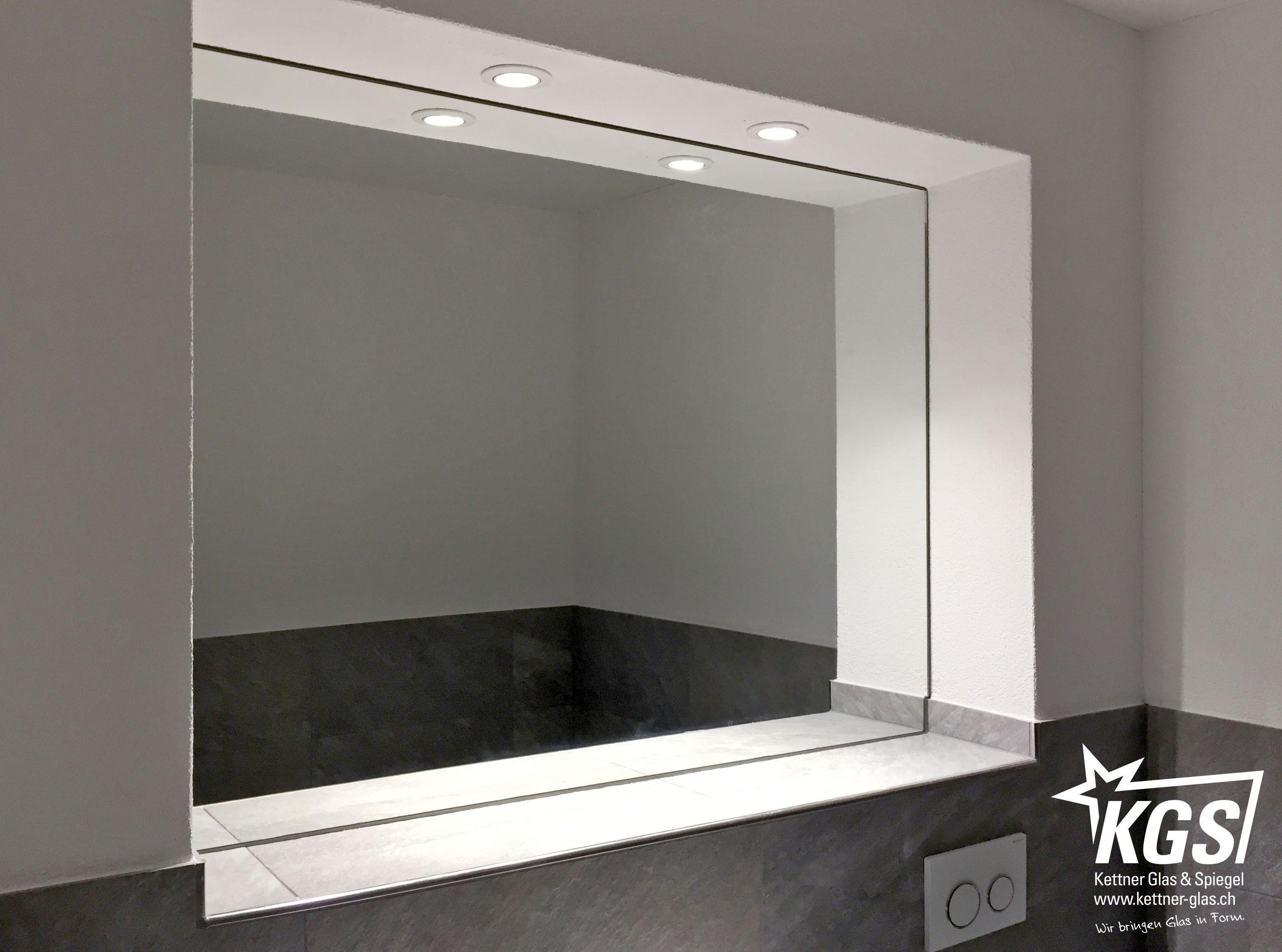 Massgefertigter Badezimmerspiegel In Zuruckversetzter Mauernische Mit Eckausbruchen Fur Plattlierweiterung Badezimmerspiegel Lampendesign Badezimmerlampe