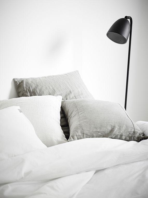 grey-white-linen-bedding-sarah-widman-evalotta-sundling-elin-kichen-jonas-berg.jpg 570×764 pikseliä