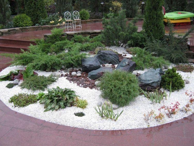steingarten-anlegen-weisser-dekorativer-kies-schwarze-lavasteine, Gartenarbeit ideen