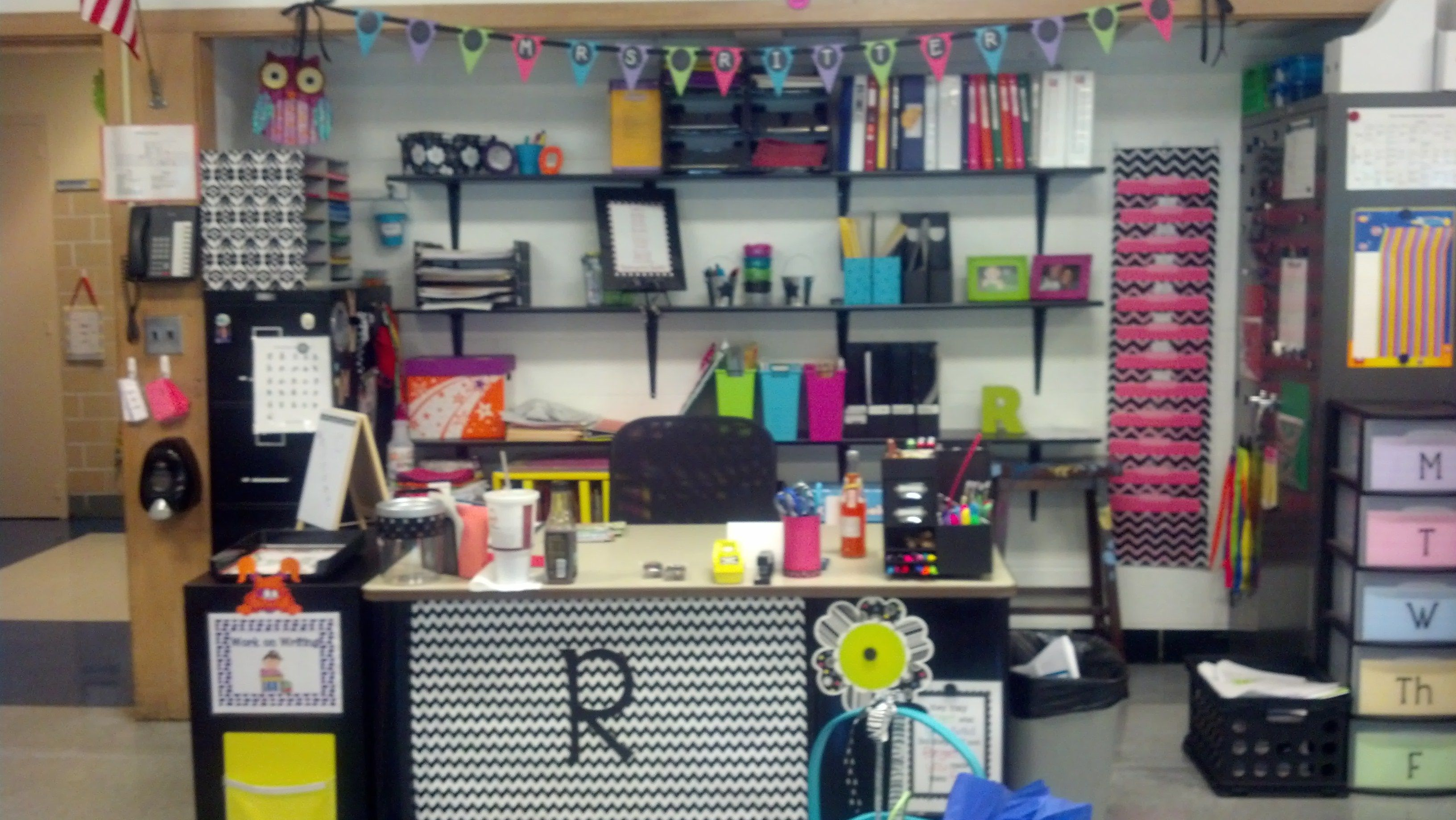 Pin By Beth Warner On Teacher Stuff For My Little Teacher Mrs Ritter Teacher Desk Areas Teacher Desk Organization Classroom Arrangement