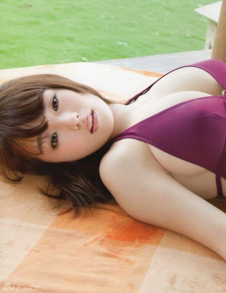 Hotgirl 9x Ai Shinozaki khoe bầu ngực khủng