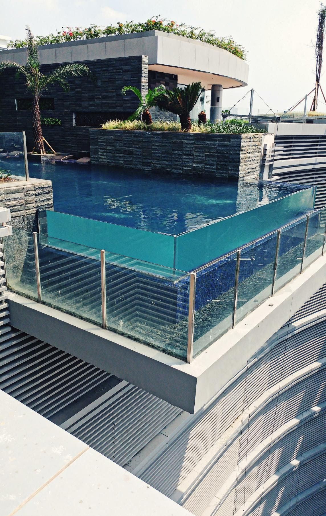 Swimming Pool On The Roof Top It Could Be Dangerous For The Rider In The Street Below Oc Swimming Pool Architecture Hot Tub Garden Amazing Swimming Pools