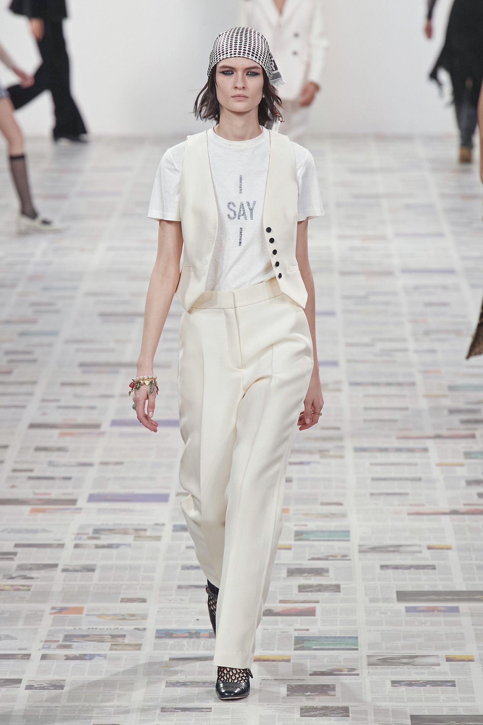 La nuova ossessione moda per l'Autunno che dà dipendenza sono i gilet indossati come giacca