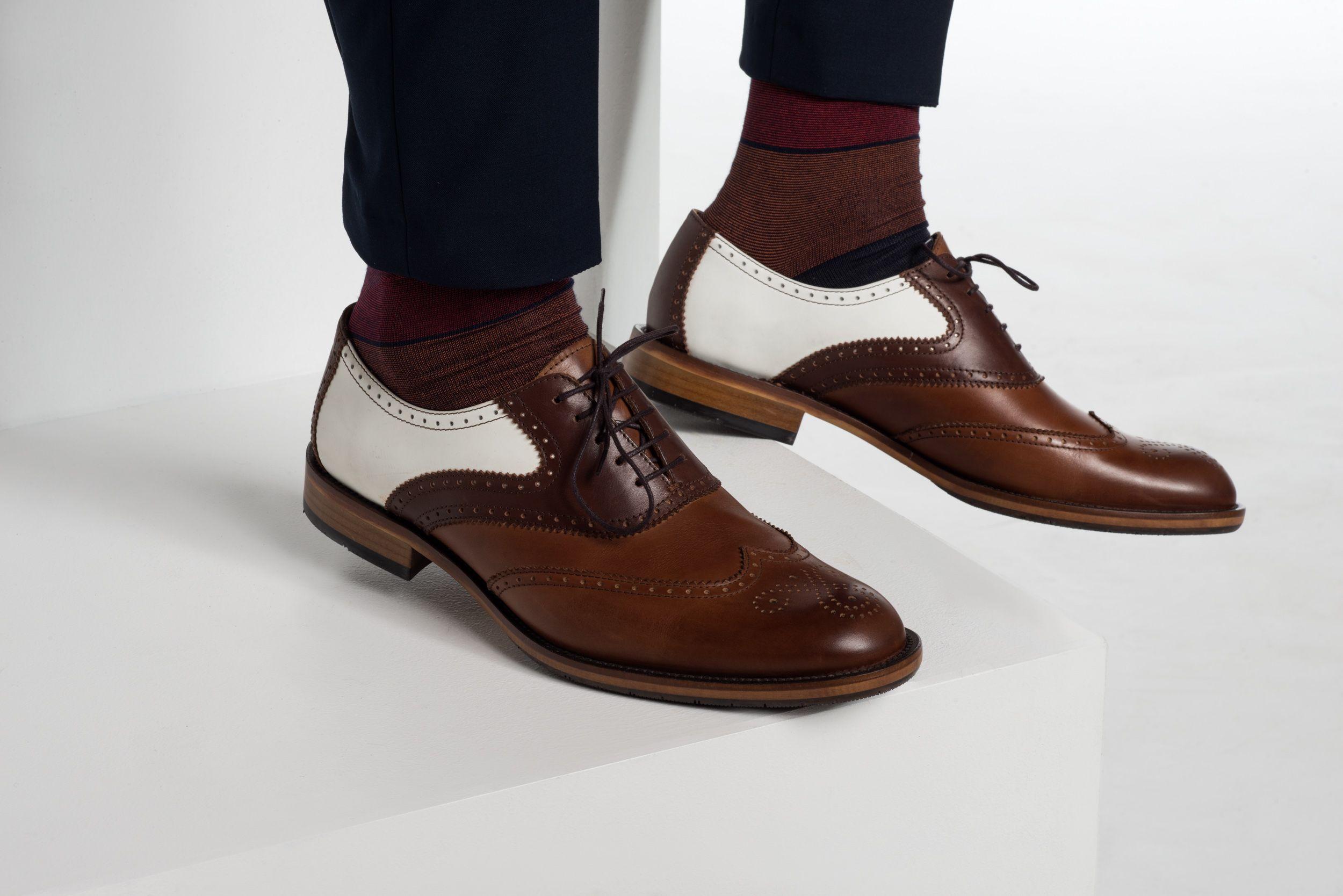 Prezentujemy Wam Buty Skorzane Typu Oxford W Modnych Jesiennych Kolorach Idealnie Sprawdza Sie Do Stroju Polformalnego Czy Dress Shoes Men Oxford Shoes Shoes