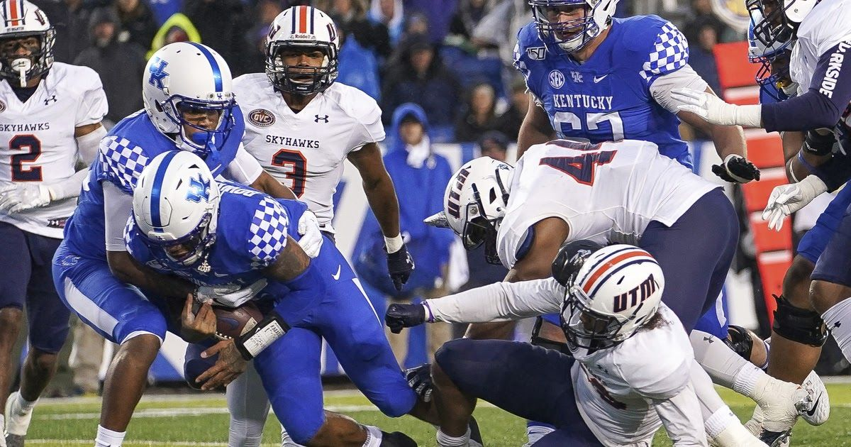 LEXINGTON Ky. (AP) Lynn Bowden rushed for 129 yards and