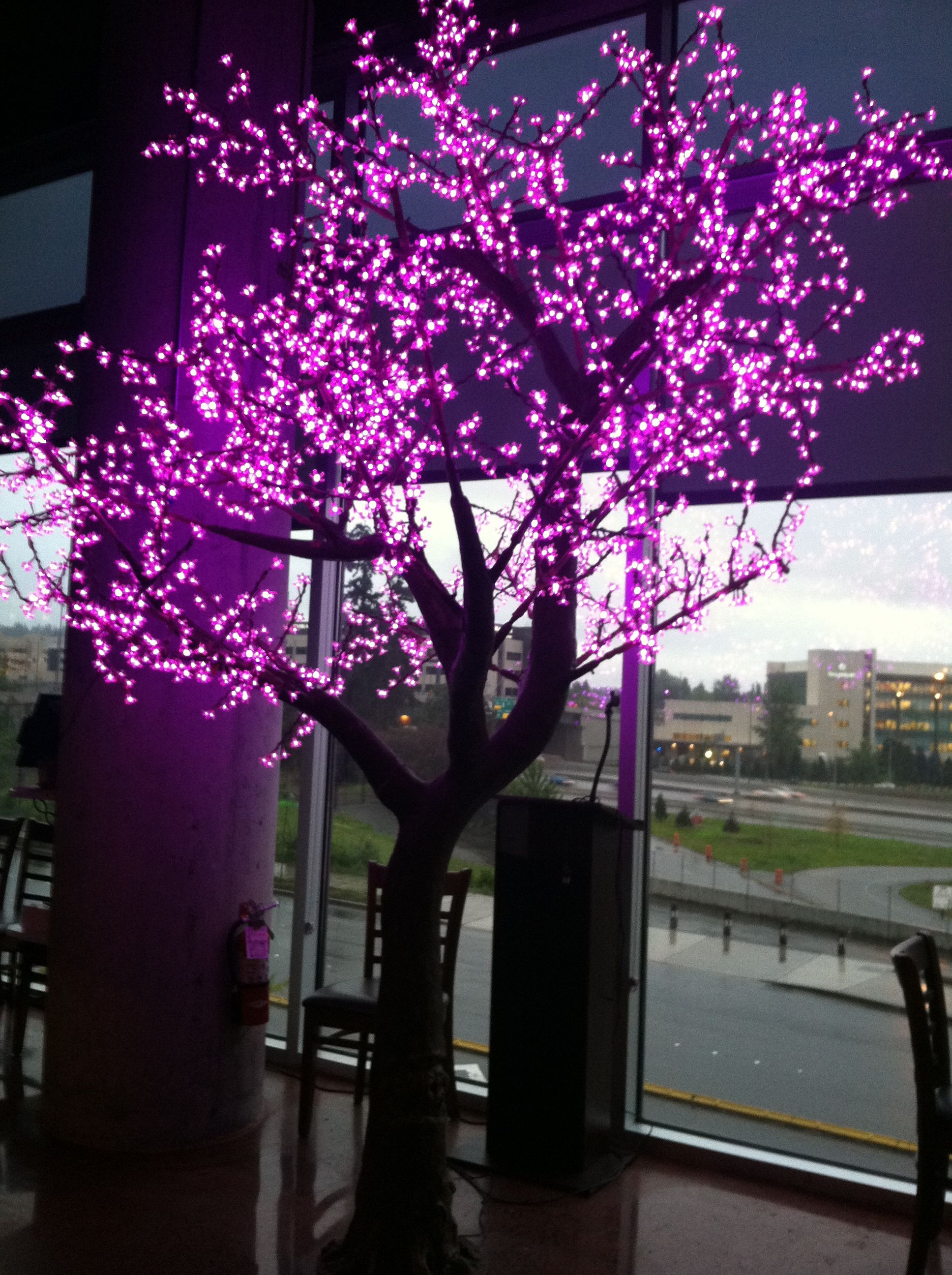 I need this light tree so bad it's not even funny...