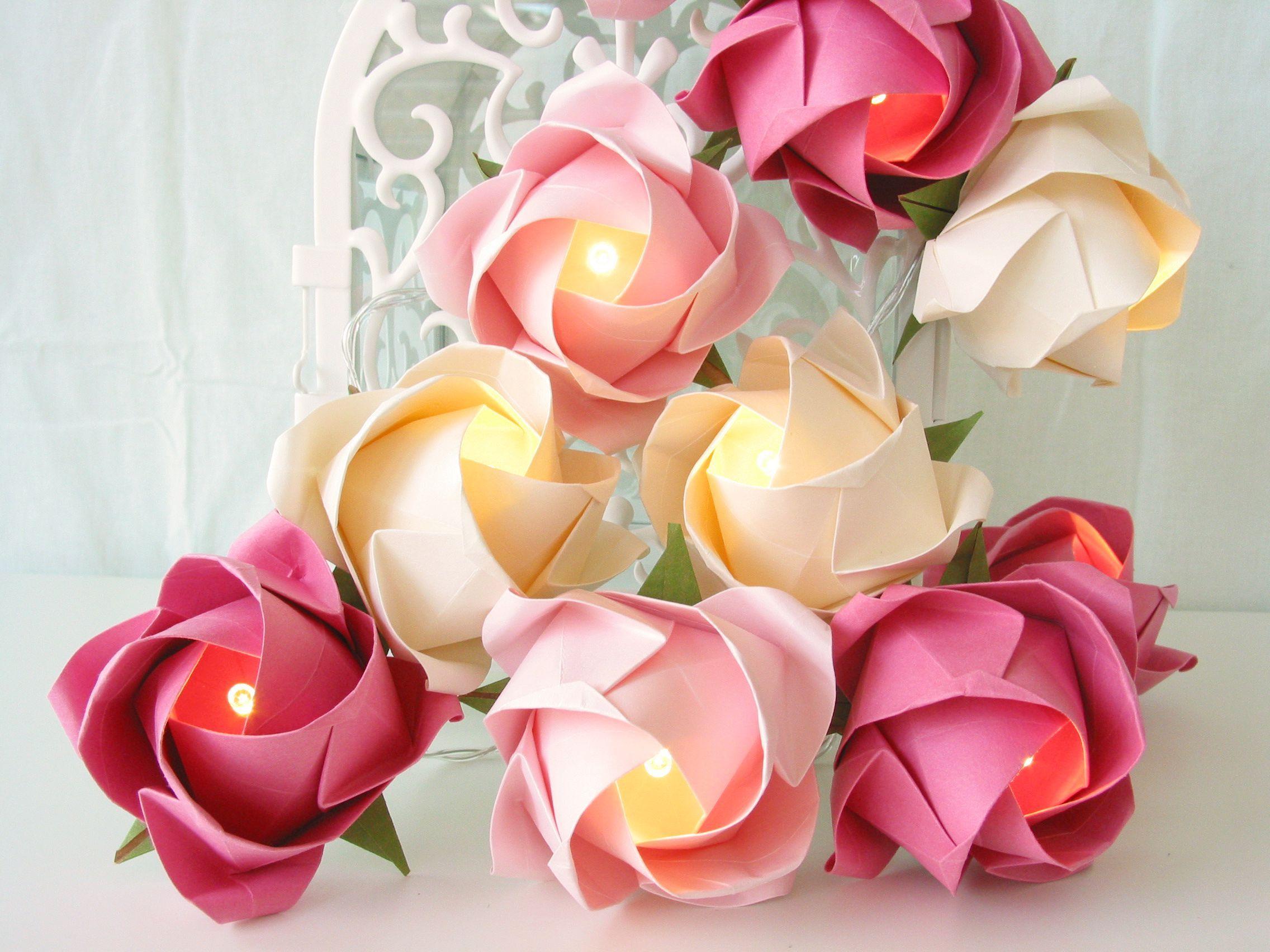 Lichterkette mit Rosen in rosa Hoch