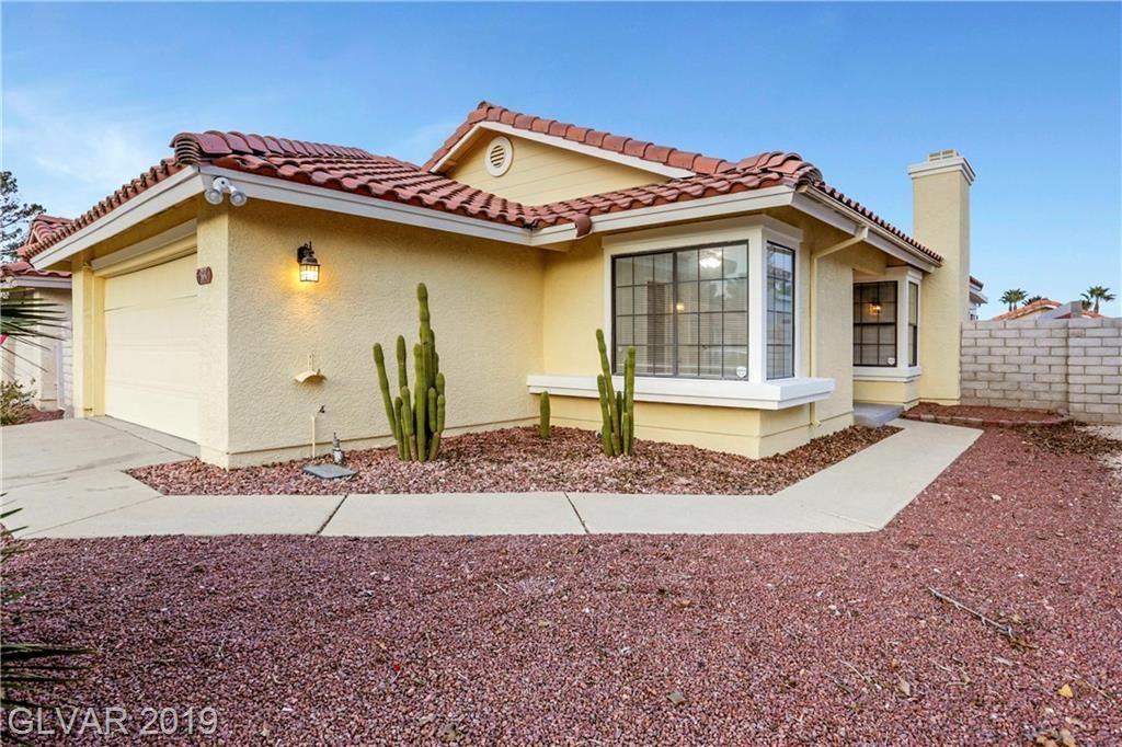 633 Whispering Palms Dr Las Vegas Nv 89123 Trulia In 2020 Large Backyard House Styles Patio Area