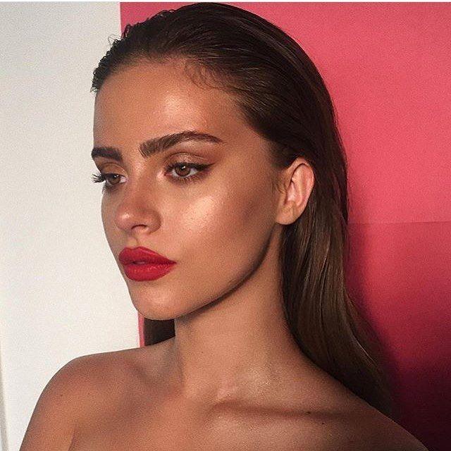 Pin By Daisy On H A I R B E A U T Y Red Lips Makeup Look