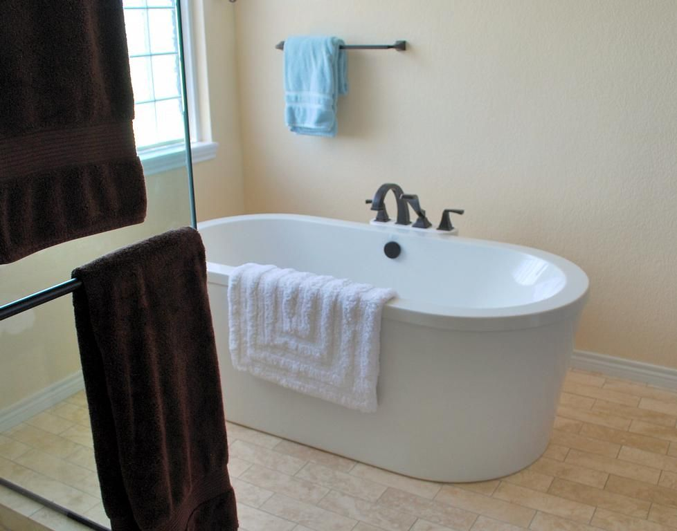 garden tub | View the entire photo gallery for Christie\'s Design ...