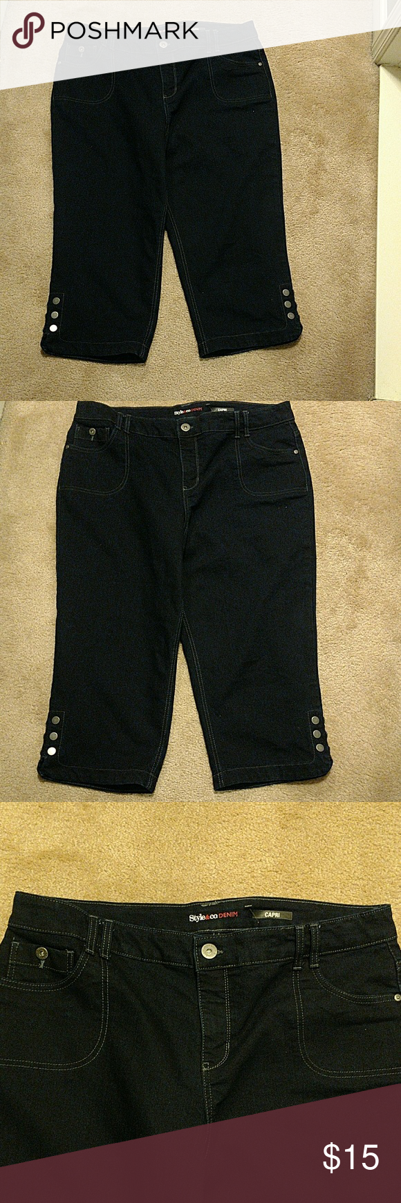 STYLE & CO DENIM CAPRI'S Style and Co Denim Capri's. These Capri's has 3 pockets in the front and 2 pockets in the back. The legs has  6 nickel brushed buttons and a split on each leg.  NEVER WORN Style & Co Jeans Ankle & Cropped