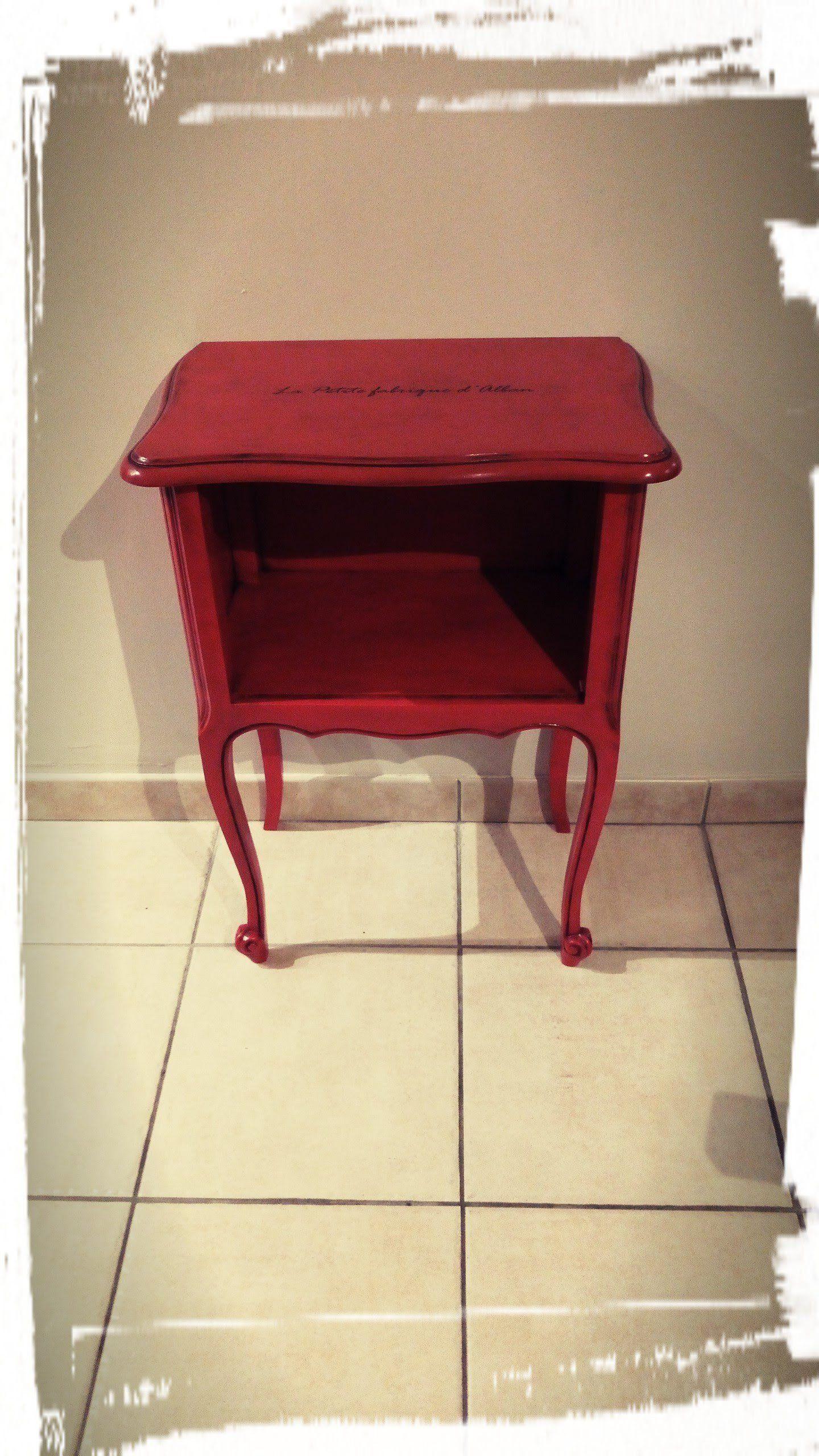 Chevet Rouge Patine Noire Au Graphite De La Boutique
