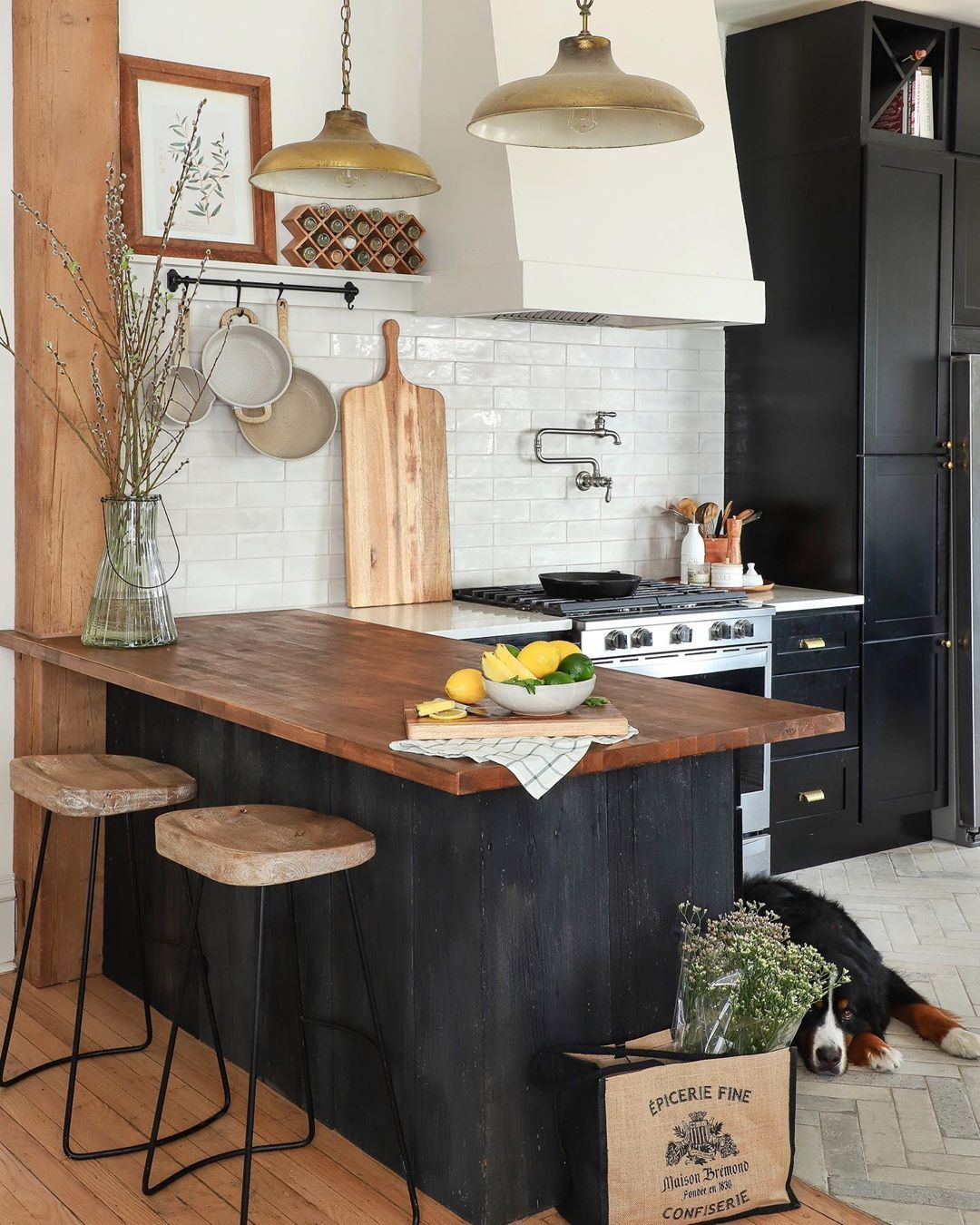 Do I Always Have Fresh Flowers And Fruit In The Kitchen Never Is Every Inch Of My Kitchen Out Of Fram The Tile Shop Kitchen Design