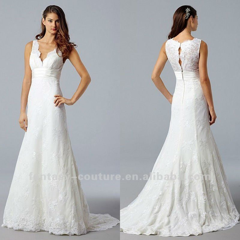 This is soooo simple and pretty :) Deep v neck elelgant fantasy lace ...