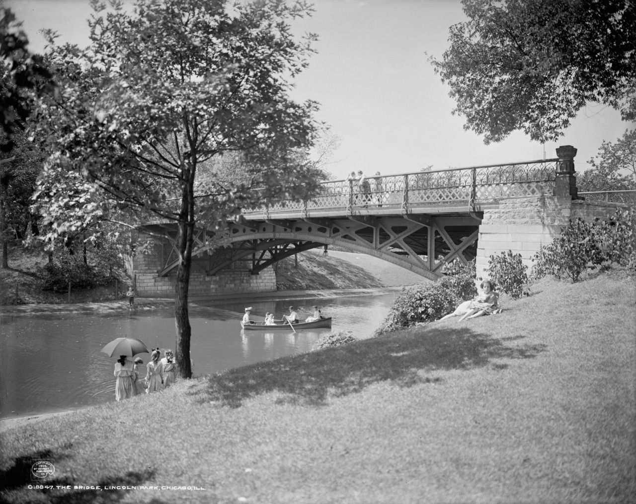 Lincoln Park Lagoon, 1905, Detroit Publishing Company.   source: Chicago Past