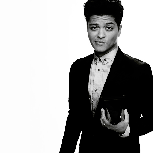 Pin By Kim Wood On Boys That Are Pretty Bruno Mars Singer Celebrities