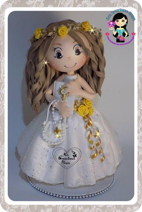 d32a2842985 Fofucha de comunión con diadema de flores amarillas Fofucha Primera Comunion