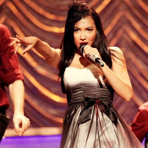 So I don't like Glee...but Naya killed it in this number, and the dress and hat are adorbs.
