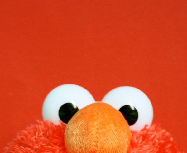 This Has Nothing To Do With Anything I Just Thought It Was Scary And Wanted To Share Elmo Wallpaper Elmo Baby Elmo